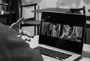 Produktif dengan Aplikasi Online Meeting di Saat Pandemi COVID-19